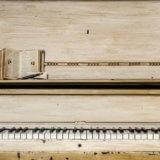 千鳥ファンにおすすめ!『千鳥の白いピアノを山の頂上に運ぶDVD』レビュー 【おすすめお笑い動画】